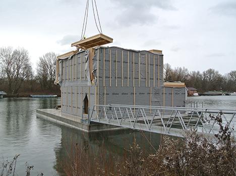 Roof panel installation / Inštalácia strešných panelov